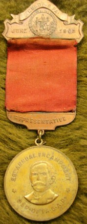 The front of the 1905 Reading, Pennsylvania GAR national encampment medal is beautifully designed, incorporating three bronze-cast elements; the brooch, suspension and pendant – all of which include specific aspects of the gathering (source: eBay image).