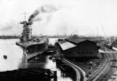 USS Lexington (CV-2) provides electrical power to the City of Tacoma (WA) during a severe drought and subsequent electricity shortage - December 1929 - January 1930 (Photo: Tacoma Public Library).